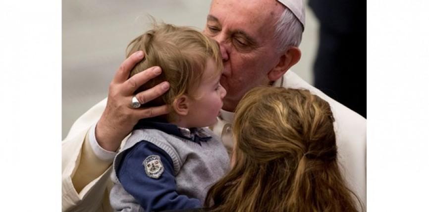 Tutelar a los menores y erradicar el flagelo de los abusos: compromiso de toda la Iglesia, reitera el Papa