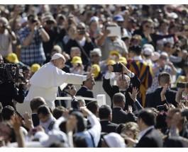 Hombre y mujer son de la misma sustancia y complementarios, el Papa en la catequesis