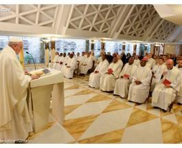 Las comunidades temerosas y sin alegría no son cristianas, dijo el Papa en su homilía