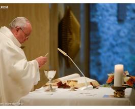 Es feo ver cristianos mundanos, dijo el Papa en su homilía
